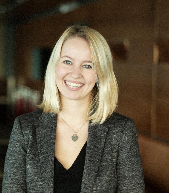 Anna ; Junior Marketing Manager