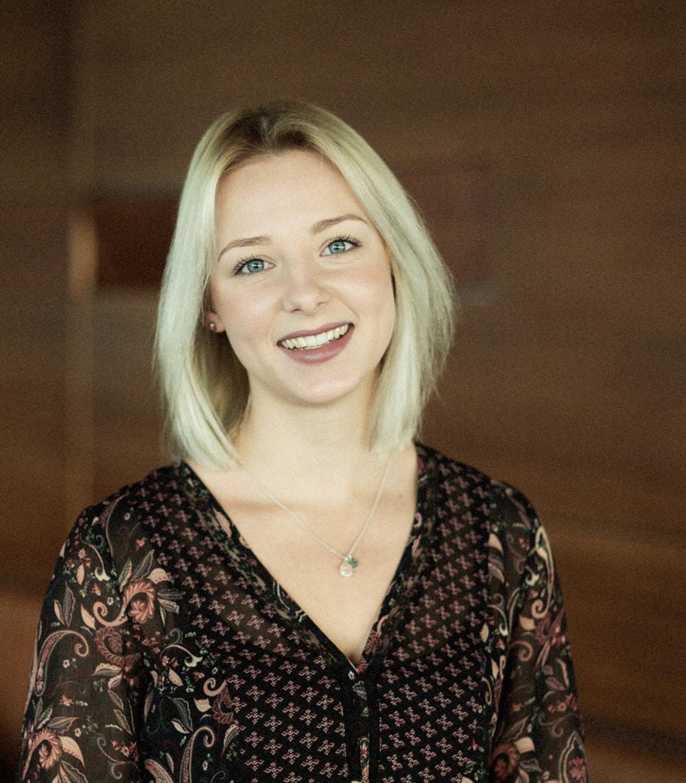 Vivien ; Junior Marketing Managerin